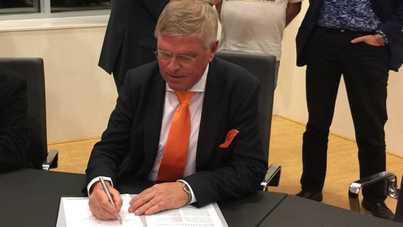 ondertekening manifest statushouder door peter vm 1 orig