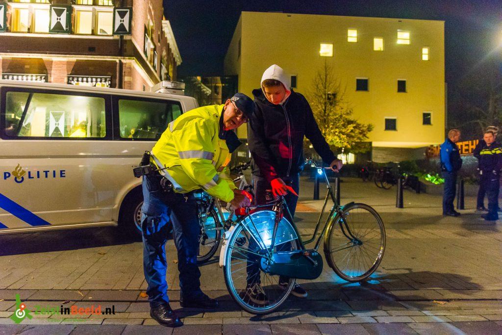 OOZ verlichtingscontrole fiets politie 171103 M1B0879 Zeist Mel Boas