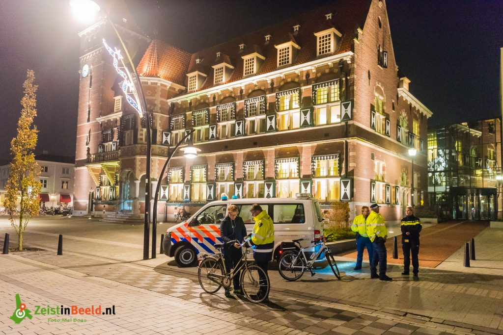OOZ verlichtingscontrole fiets politie 171103 M1B0883 Zeist Mel Boas